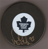 Doug Gilmour Autographed Toronto Maple Leafs Hockey Puck (Frozen Pond)