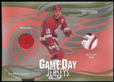 2003/04 ITG Used Signature Series Game-Day Jerseys Gold #3 Steve Yzerman SP /10
