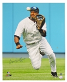 Bernie Williams Autographed New York Yankees Making the Catch 16x20 Photo (Leaf)