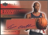 2003/04 Sweet Shot #TO Travis Outlaw Signature Shots Rookie Auto