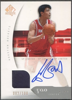 2005/06 SP Authentic #30 Yao Ming Limited Jersey Auto #082/100