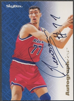 1996/97 SkyBox Premium #57 Gheorghe Muresan Autographics Auto