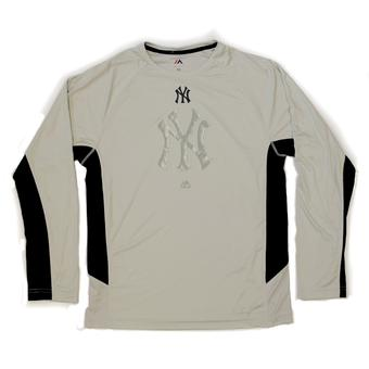 New York Yankees Majestic Grey Batter Runner Cool Base Performance L/S Tee Shirt (Adult L)