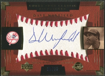 2004 Sweet Spot Classic Signatures #14 Dave Winfield Blue Auto #18/35