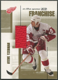 2003/04 ITG Used Signature Series #11 Steve Yzerman Franchise Gold Jersey /10