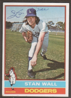 1976 Topps Baseball #584 Stan Wall Signed in Person Auto (A)