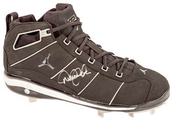 Derek Jeter Autographed Game Model Nike Cleat (Steiner & MLB COA)
