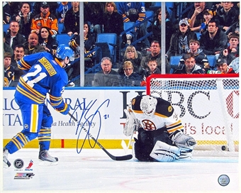 Drew Stafford Autographed Buffalo Sabres 16X20 Hockey Photo