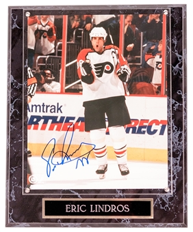 Eric Lindros Autographed Philadelphia Flyers 8x10 Photograph Plaque (Mounted Memories)