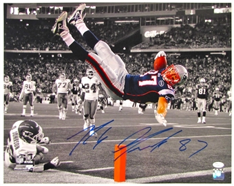 Rob Gronkowski Autographed New England Patriots 16x20 Photo (JSA)