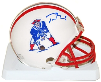 Tom Brady Autographed New England Patriots Throwback Mini Helmet (Mounted Memories)