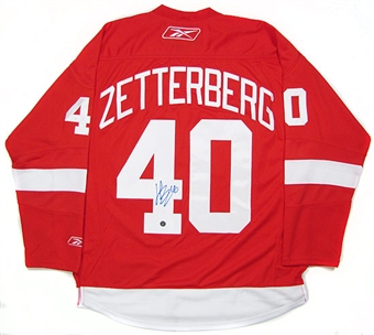 Henrick Zetterberg Autographed Detroit Red Wings Hockey Jersey (Frozen Pond)